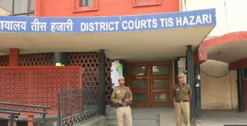 Woman attacked by Drunk Ex-Hubby at Delhi family court