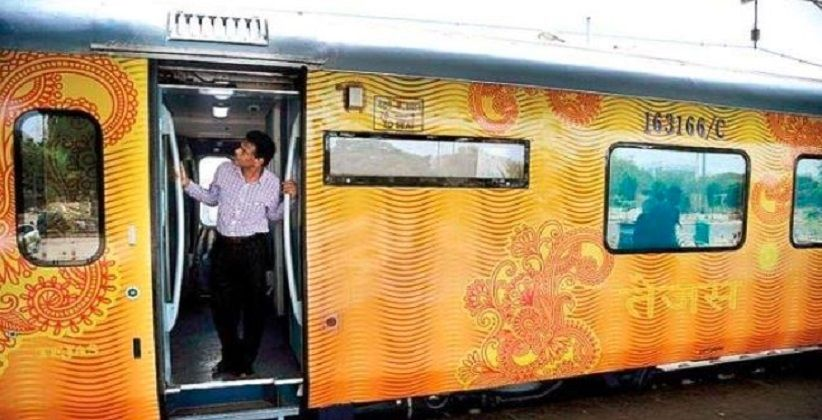 Passengers Stole 1.95 Lakh Towels, 81,736 Bedsheets & 55,573 Pillow Covers From Trains Last Year
