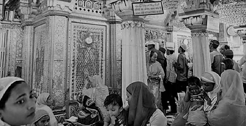 Delhi HC Issues Notice On PIL Seeking Entry Of Women Inside Nizamuddin Dargah [Read Petition]