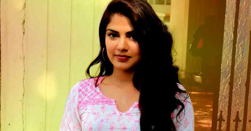 Bollywood Actors Blasting Media Hunt Rhea Chakraborty